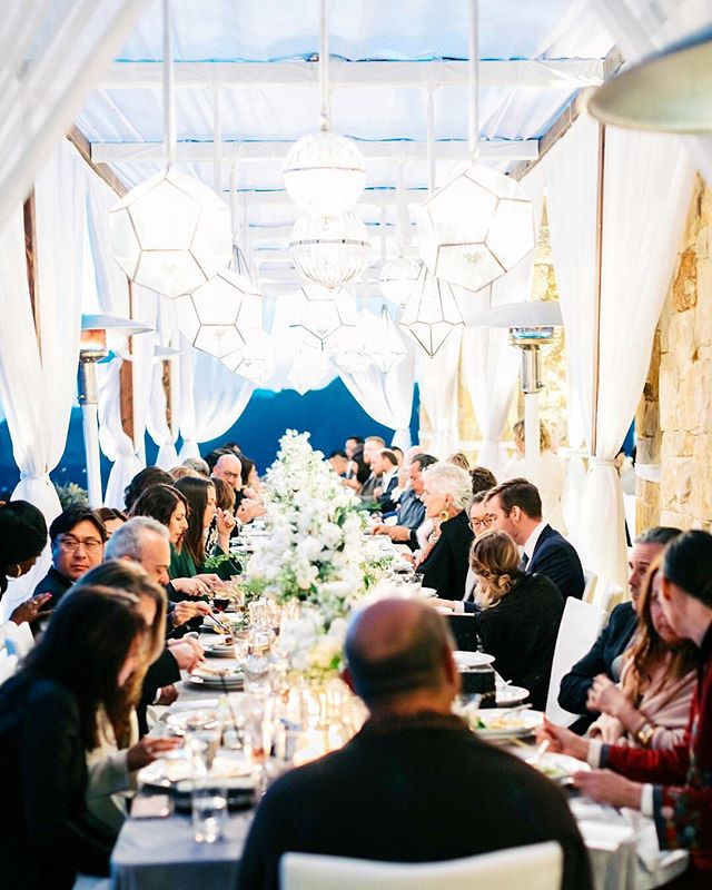 the fondest of memories are made when gathered around the table. . . . photo: @janawilliamsphotos_  venue: @maliburockyoaks