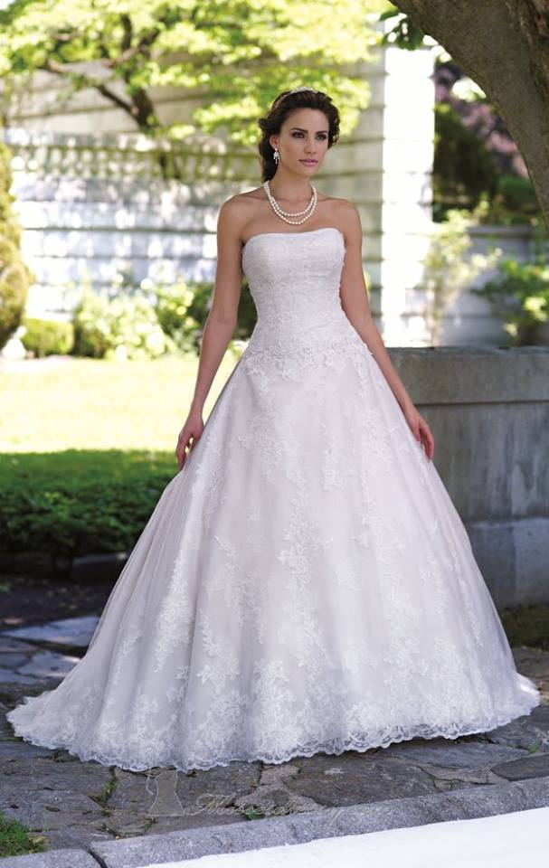 David Tutera Ivory/Gold Size 18 Retail Price $1,438 Our Price $1,007 East Valley Location