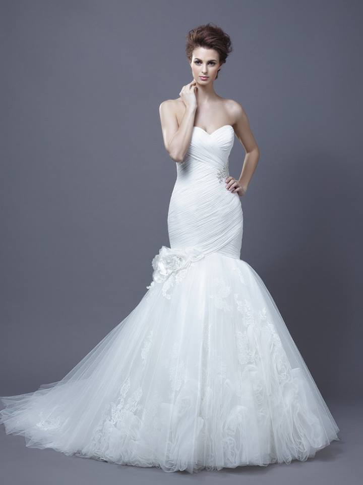 Enzoani Harika Size 12 Ivory Retail Price $3025 Our Price $2117 East Valley Store