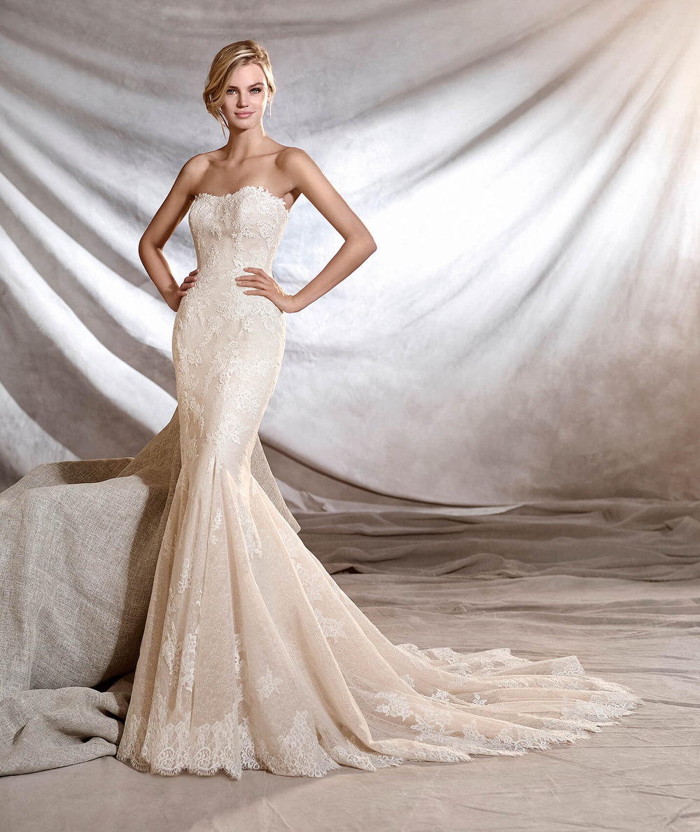 Pronovias  Orinoco  White  Size 10  Retail Price $2,640 | OUR Price: $1,848  (Available at our Las Vegas Store)