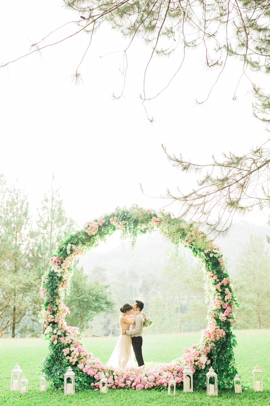 VIA  The Wedding Scoop