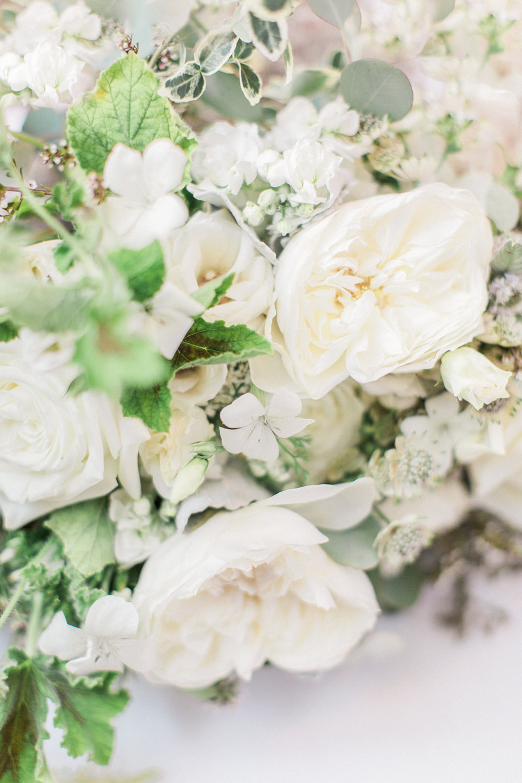 white bouquet wedding