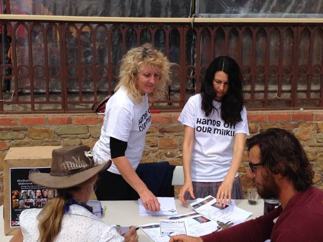 ARMM volunteers Lisa and Cathy collecting signatures for the petition from a Castlemaine farmers market