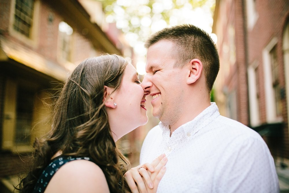 lizandbrandon_oldcity_philadelphia_elfrethsalley_engagement_session_image004.jpg