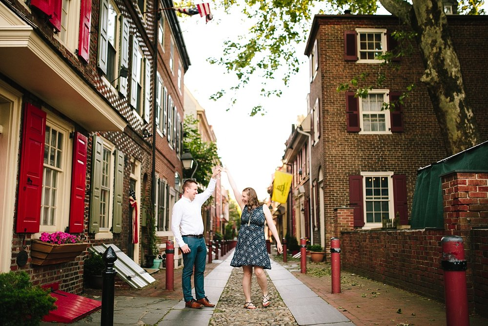 lizandbrandon_oldcity_philadelphia_elfrethsalley_engagement_session_image010.jpg