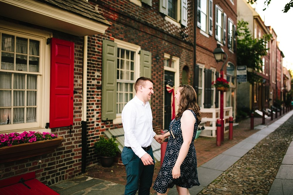 lizandbrandon_oldcity_philadelphia_elfrethsalley_engagement_session_image012.jpg