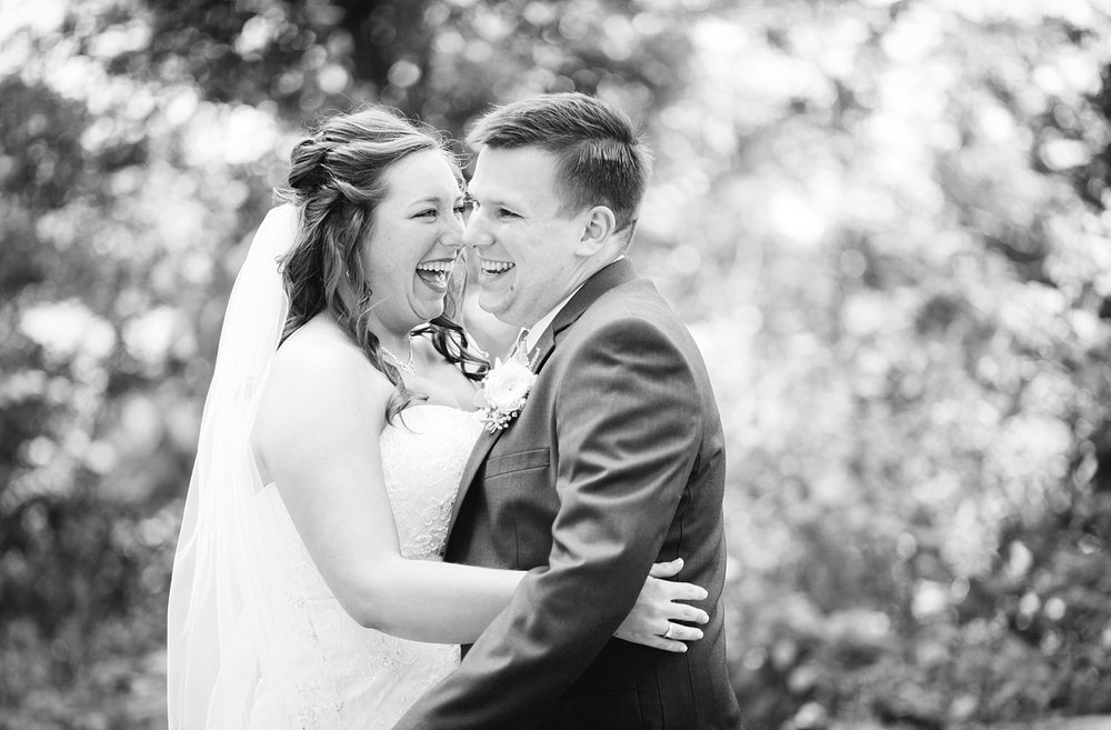 lizbrandon_rosebankwinery_newtown_summer_wedding_image_030.jpg