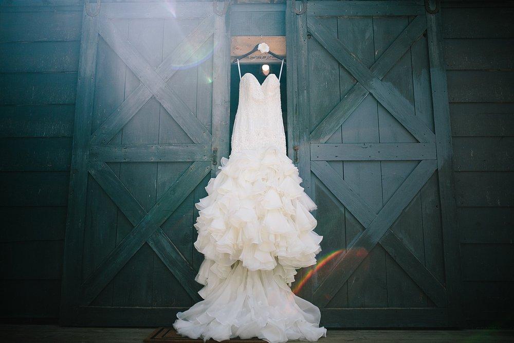 jennyryan_newbeginnings_farmstead_upstatenewyork_wedding_image015.jpg