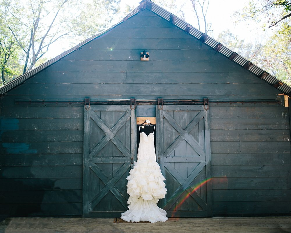jennyryan_newbeginnings_farmstead_upstatenewyork_wedding_image019.jpg