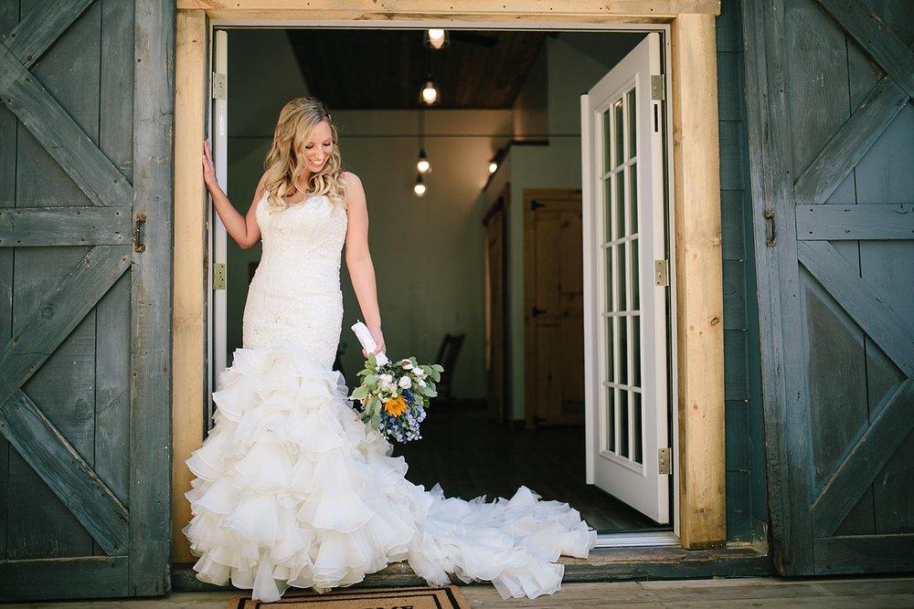 jennyryan_newbeginnings_farmstead_upstatenewyork_wedding_image039.jpg