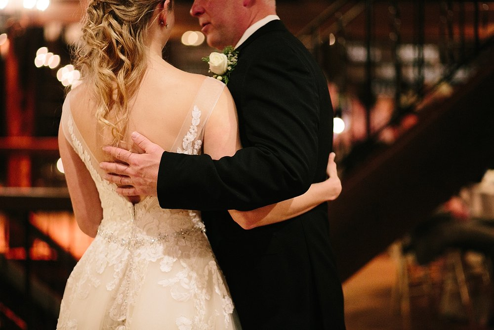 jessdavid_barnonbridge_phoenixville_winter_wedding_image_099.jpg