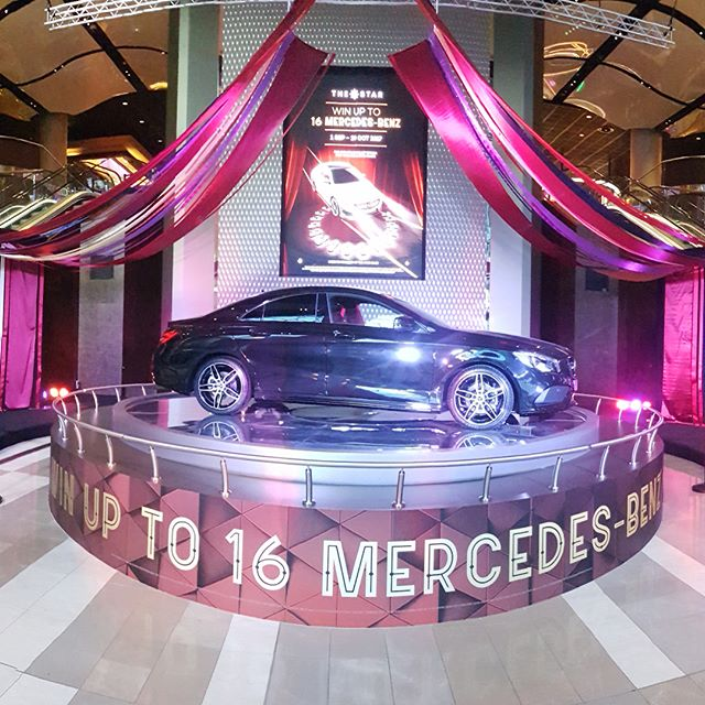 This is what 256m of custom satin ribbon looks like draped over a Mercedes in the Grand Foyer of The Star Casino. Well before the time comes to crane it all into place and the lights are turned on, there is hours and hours spent prepping SWIPE 👉🏼