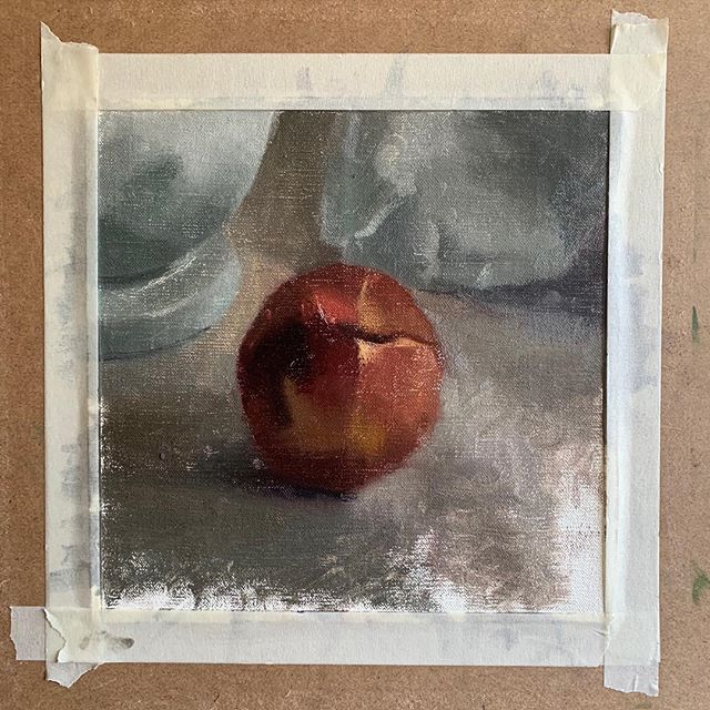 Peaches are fun to paint—though a bit tricky ;-) I have officially switched from painting on cotton canvas to linen, and couldn't be happier having done so. I cut a little square immediately after receiving my roll of linen in the mail and did this small sketch of a  peach 🍑 ⠀ .⠀ .⠀ #sketchoftheday #paintingoftheday #fruitpainting
