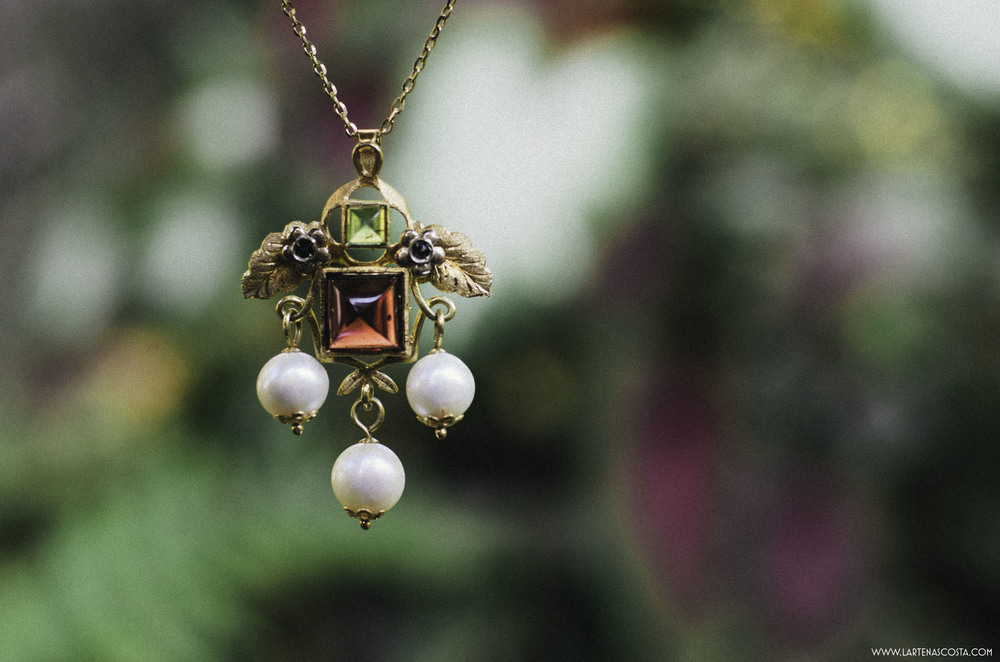 "A pendant handmade by Paolo Penko in in solid gold and semiprecious stones - inspired by ""Le Tre Grazie"" from Botticelli's La Primavera (CLICK HERE)."