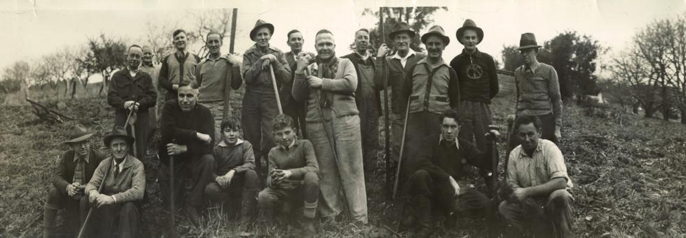 Clearing land at Monbulk, Vic, 1930s