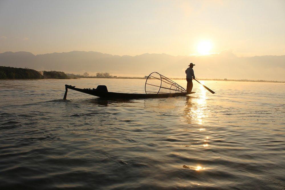fisherman-239487_1920.jpg