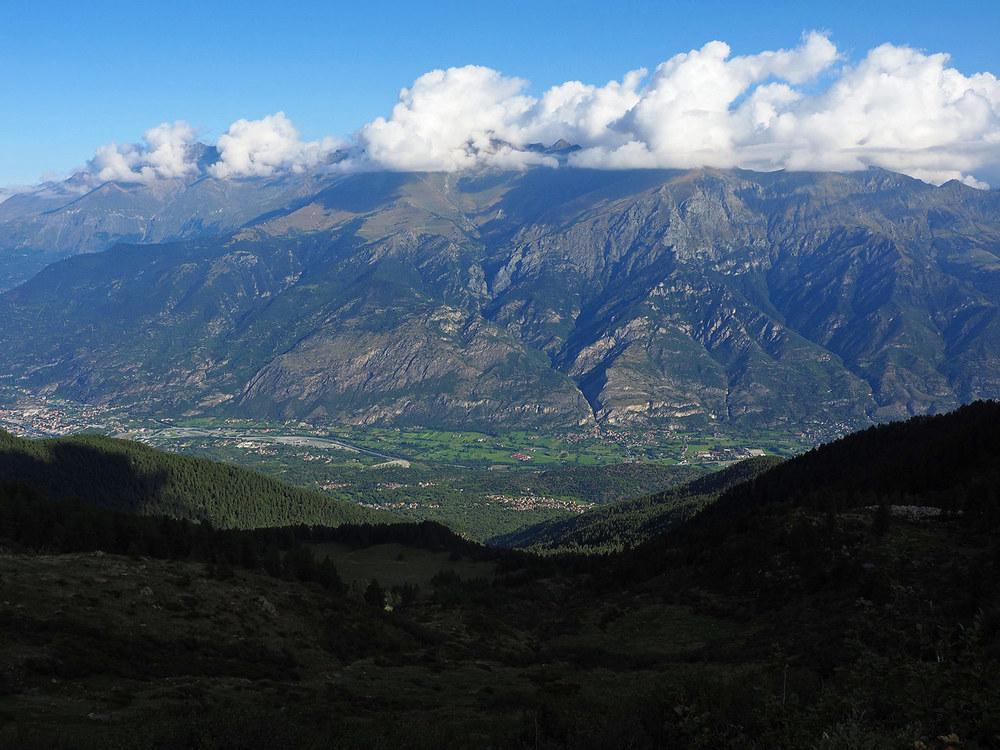 P9020505-dalla-Porta-del-Quiot-la-vista-spazia-sulla-Valle-Susa-e-Moncenisio.jpg
