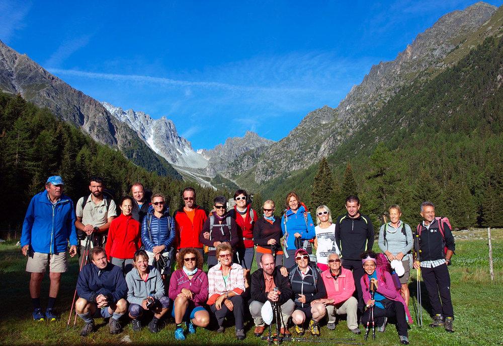 CH130067-i-partecipanti-alla-partenza-dal-rifugio-Relais-d'Arpette.jpg