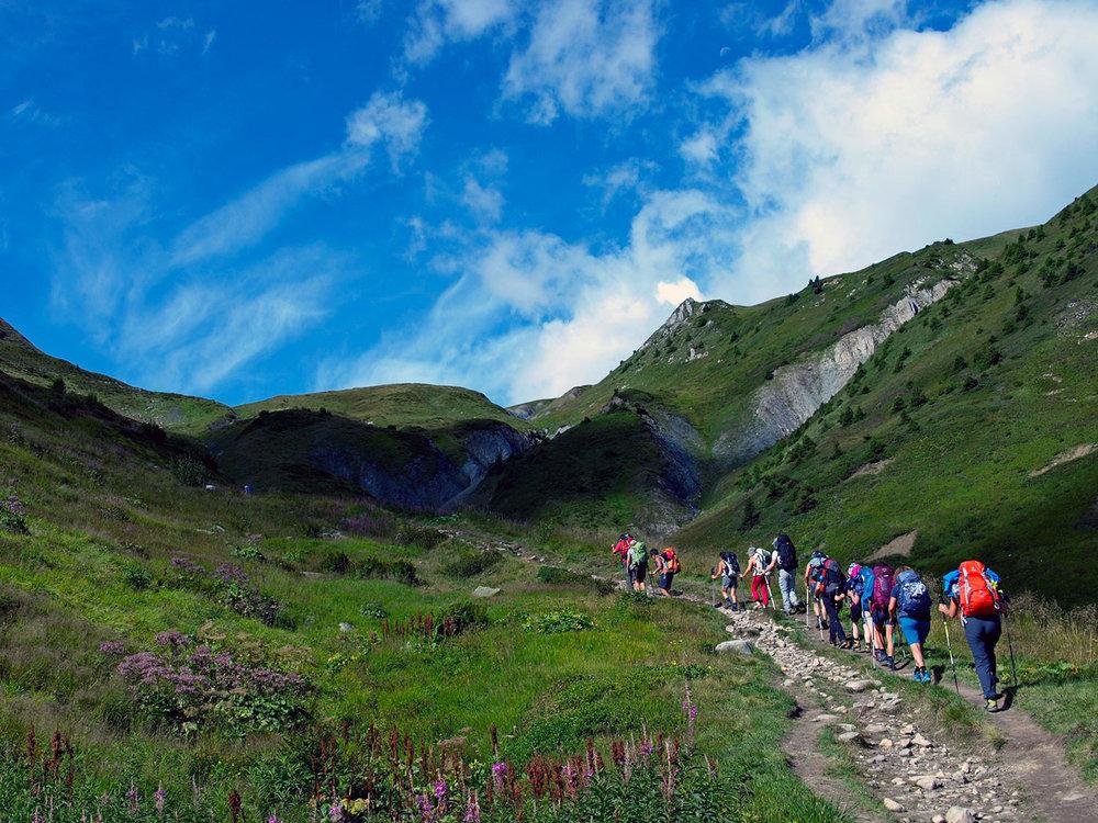 CH140296-verso-il-colle-de-Balme-e-in-seguito-discesa-nella-valle-di-Chamonix,-Francia.jpg