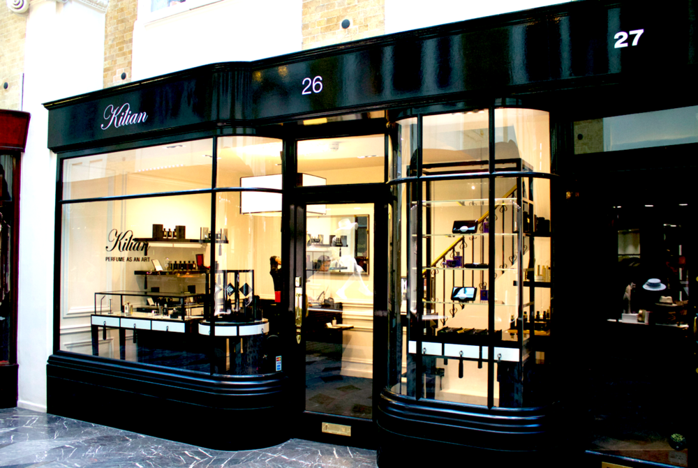 by-kilian-burlington-arcade-shop-exterior-scentsandthecitylondon.png