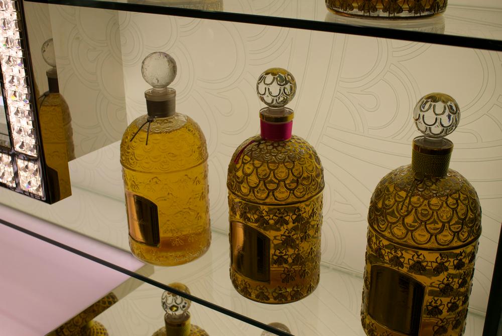 salon-de-parfums-harrods-scentsandthecity-guerlain-bee-bottle2.png
