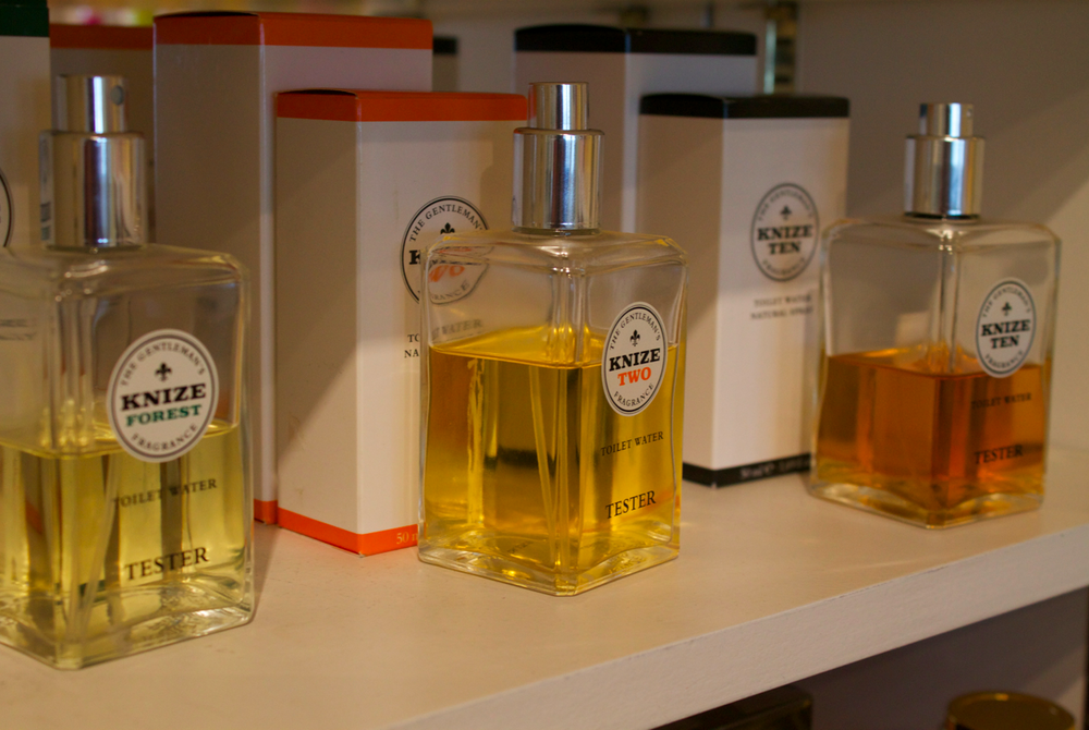 les-senteurs-london-perfumery-scentsandthecity-knize.png