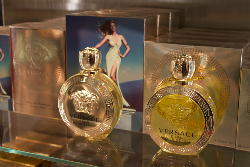 harvey-nichols-beauty-lounge-scentsandthecitylondon-versace.png