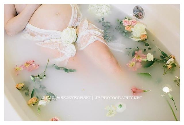 So serene... waiting on a new arrival. Gorgeous work by @jpphotography.julie #maternityphotography #belly #milkbath #newbaby #bump