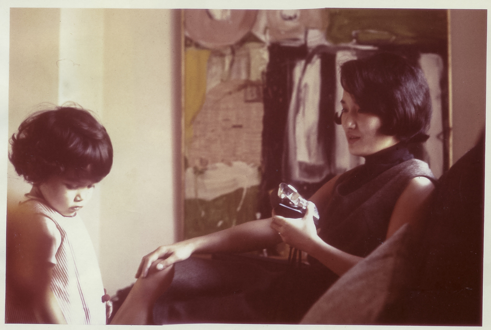 "Monika & Michiko avec ""Painting for a Funeral Parlor"", circa 1963"