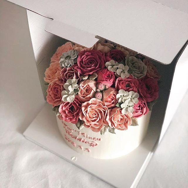 : 결혼 축하해♥️ #웨딩케이크 #나나케이크 #nanacake #cake #weddingcake
