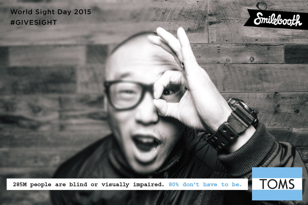 toms_worldsightday_bw_smilebooth_4.jpg