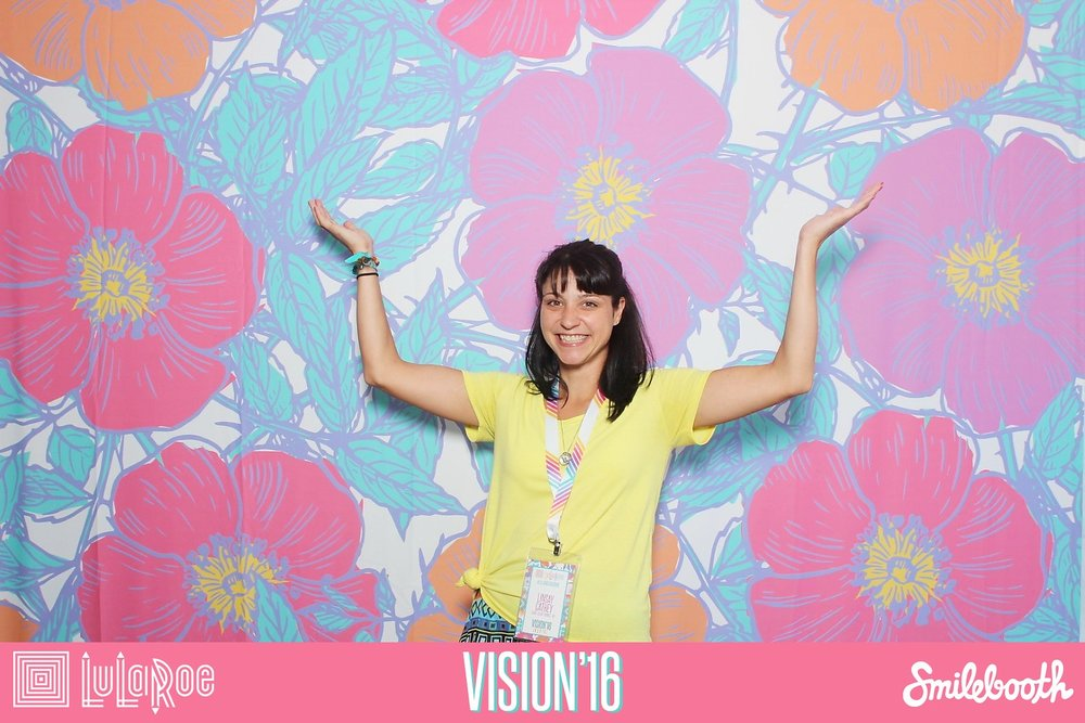 smilebooth_backdrop_lularoe.jpg