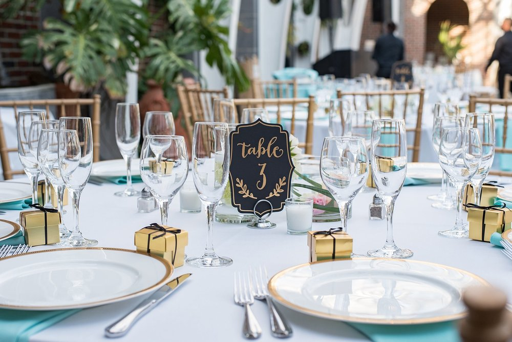 simple yet elegant table decor