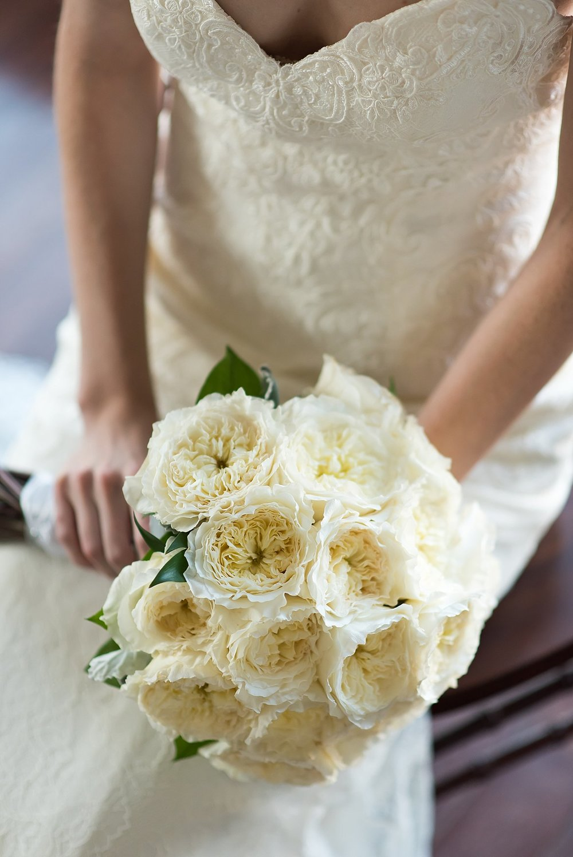 all white bridal bouqet.jpg