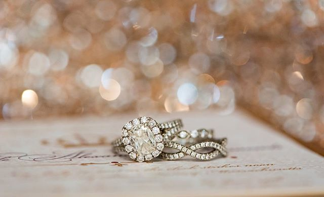 Seriously one of my favorite ring sets ever! Follow my photography page @fritzmeanphotography to see more of my work. ❤️