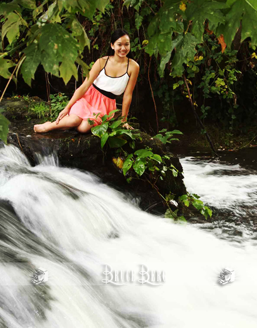 waterfall senior pictures asian american teenage girl oregon