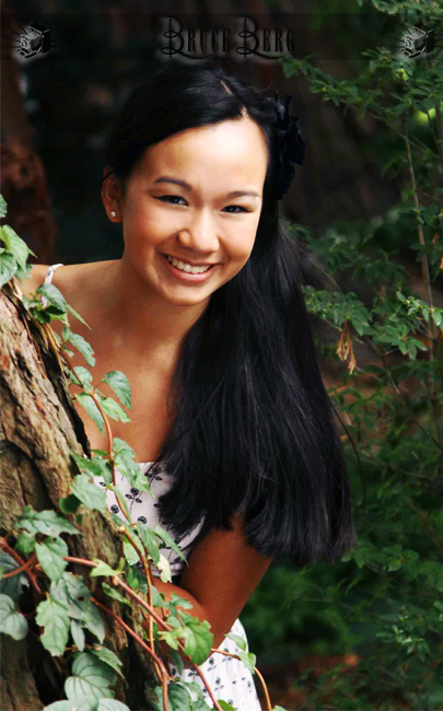 hiding behind a tree forest senior photos oregon photographers