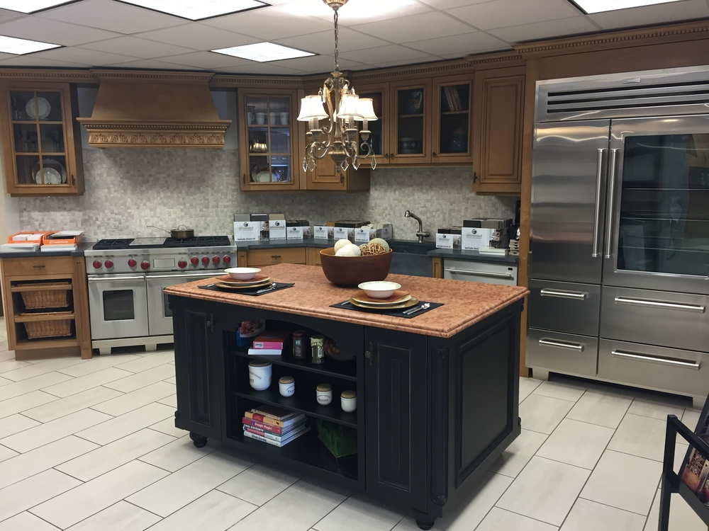 little green kitchens is proud to present another gorgeous kitchen from a showroom partner in the north suburbs this beautiful maple wood kitchen with