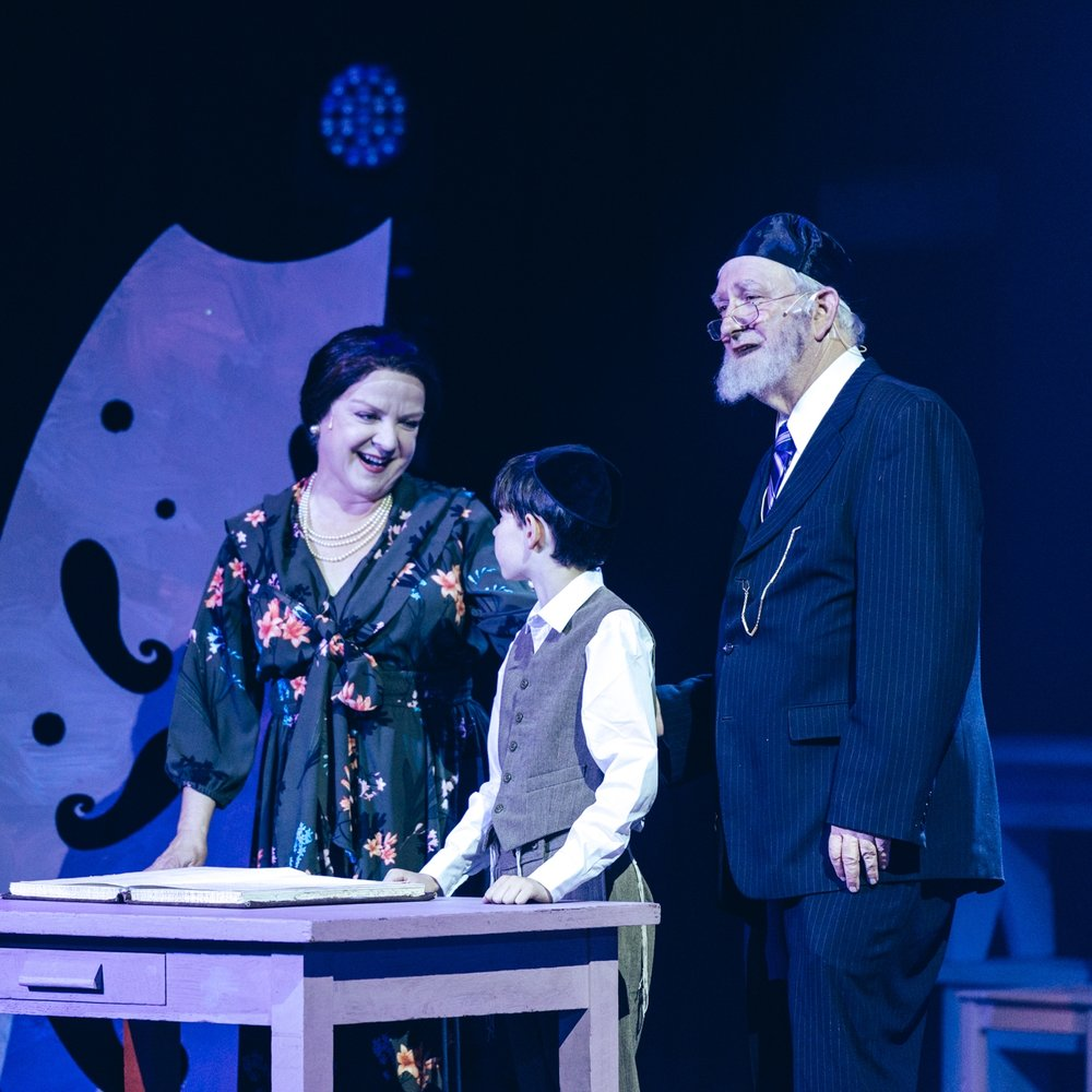 Charlotte Moore as Carlebach's mother, with Yovel Moss and Marc Zell.