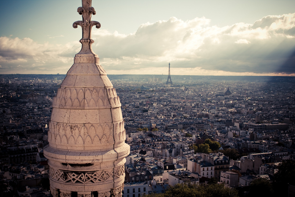 A view of Paris from  Basilique du Sacré-Cœur de Monmartre.  Photo by  Florian Plag .