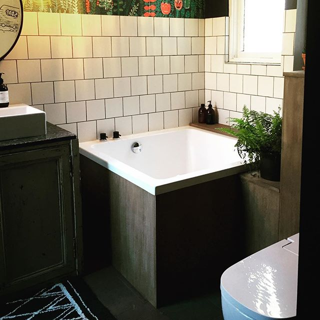 Another beautiful installation of an Omnitub Duo. . . . .  #omnitub #deepsoakingtub #deepsoakingbath #deepsoakingbaths #bathrooms #bathroom #bathroominspo #bathroominspiration #bathroomideas #bathroomreno #bathroomrenovation #interiordesign #interiorideas #interiorsinspiration #renovations #homerenovation #homeideas #interiorstyle  #freestandingbath #baths #bathtubs #neoclassicbathrooms #handmade #madeinsomerset #linkinbio