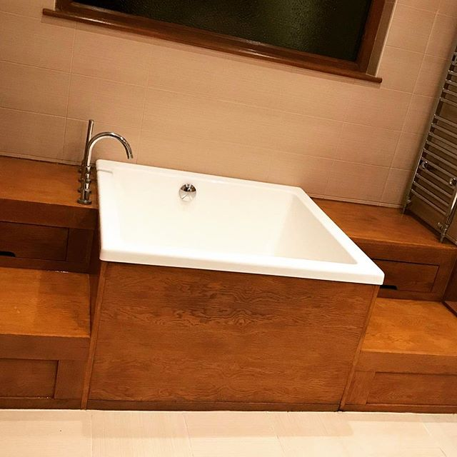 Built with steps and storage in mind. Another lovely installation of an Omnitub. We love seeing your installations! Tag your us in your posts so we can share 🛁🛁 . . . .  #omnitub #deepsoakingtub #deepsoakingbath #deepsoakingbaths #bathrooms #bathroom #bathroominspo #bathroominspiration #bathroomideas #bathroomreno #bathroomrenovation #interiordesign #interiorideas #interiorsinspiration #renovations #homerenovation #homeideas #interiorstyle  #freestandingbath #baths #bathtubs #neoclassicbathrooms #handmade #madeinsomerset #linkinbio