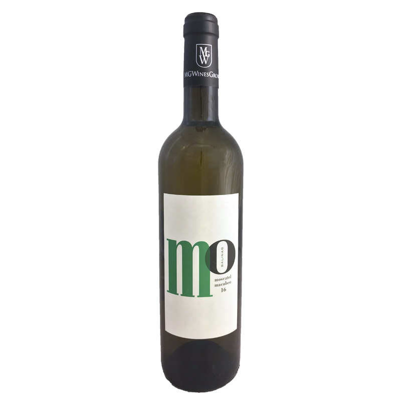 Mo Salinas Macabeo/ Moscatel - White flowers and fresh tropical fruits, a wine that tastes like summer.