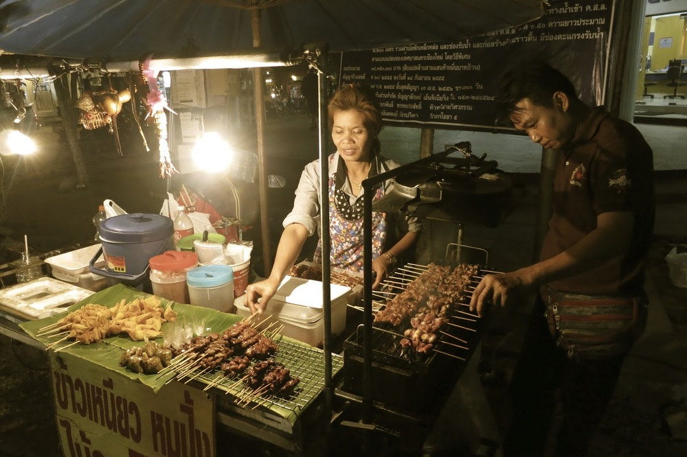 NIGHT FOOD VENDORS IN THAILAND