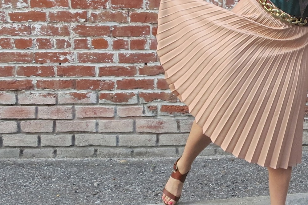 pink pleat skirt_ scarf_ fashion blogger_mignon faget