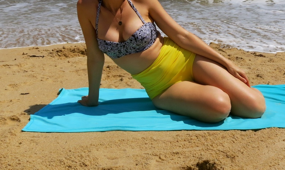 urban outfitter_bathing suit_ yellow bikini_ sun taker towel_montauk_girl on beach