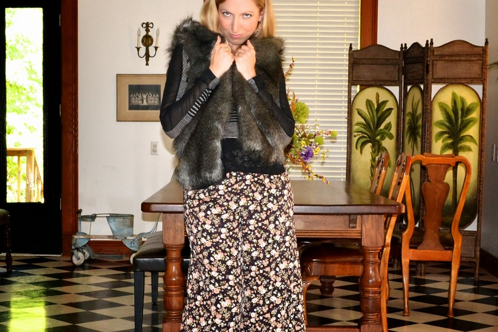 JuJu Boutique_Style the Bump_Maternity Fashion_ Floral Palazzo Pants_ Fur Vest_ Fall Fashion_Blonde chic