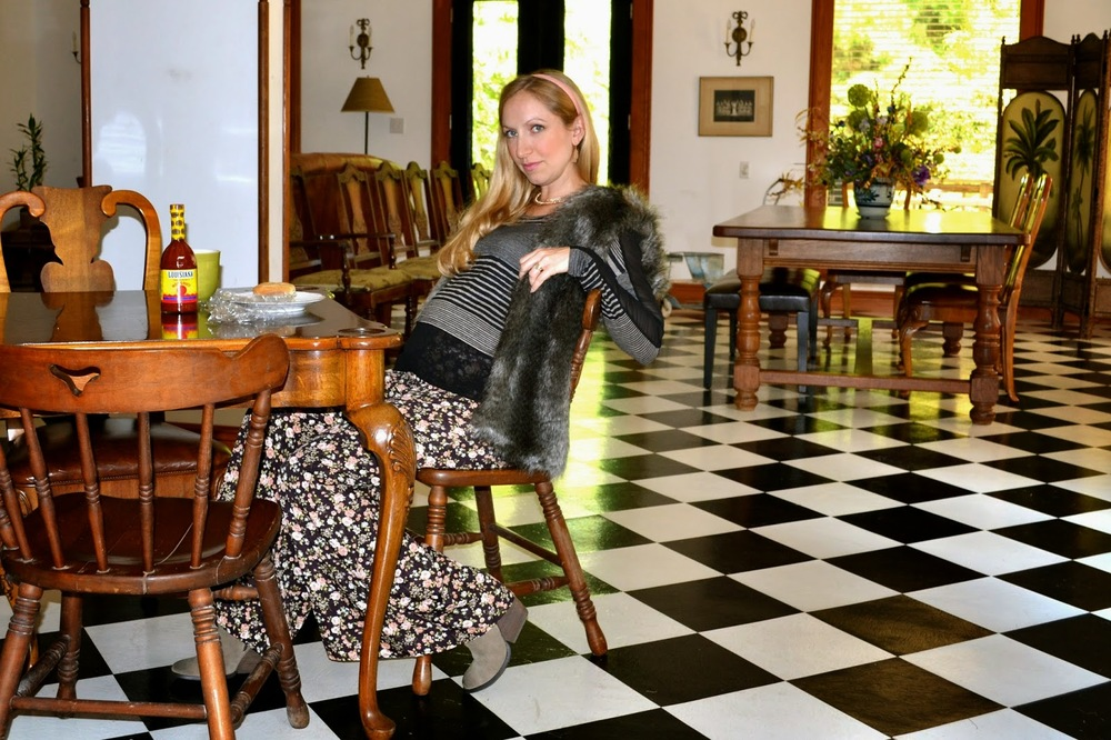 Louisiana Hot Sauce_ JuJu Boutique_Style the Bump_Maternity Fashion_ Floral Palazzo Pants_ Fur Vest_ Fall Fashion_Blonde chic