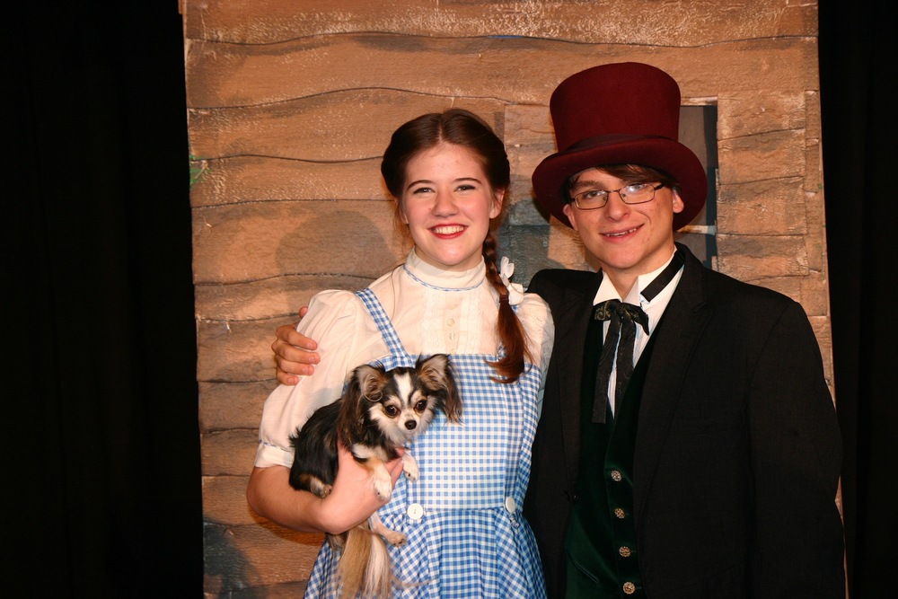 Dorothy (Charlotte Myhre) and the Wizard of OZ (Michael Tant)