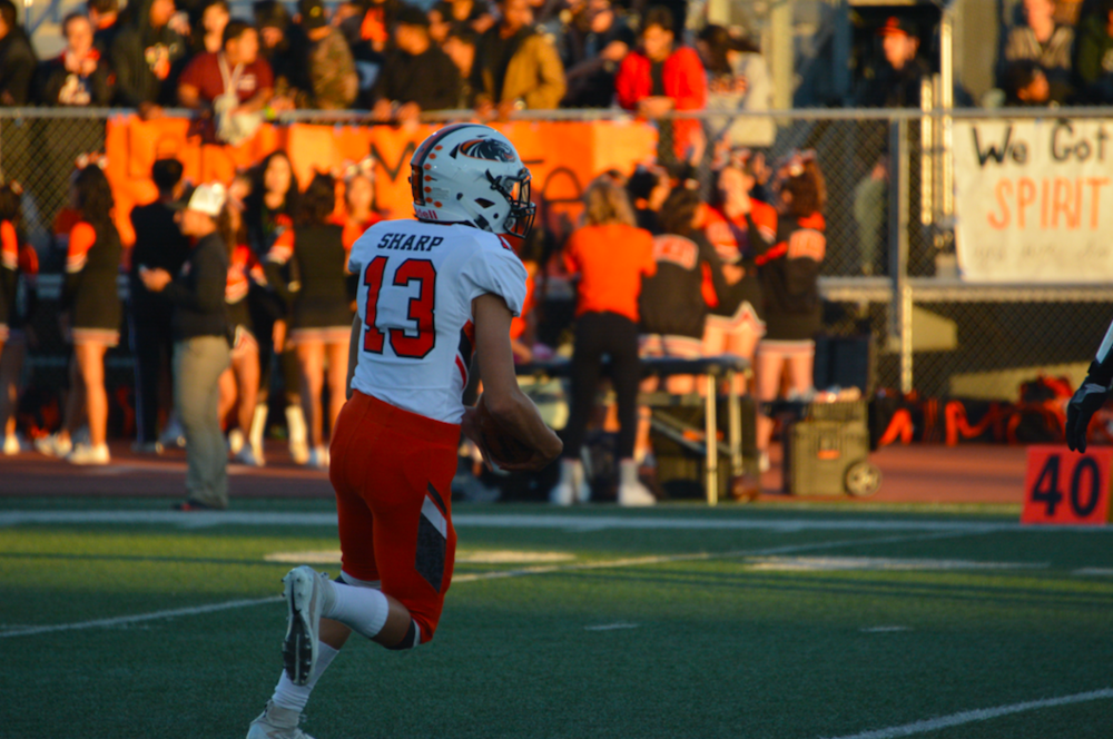 Half Moon Bay's Nohea Sharp turns the corner in drills before the game against San Mateo.